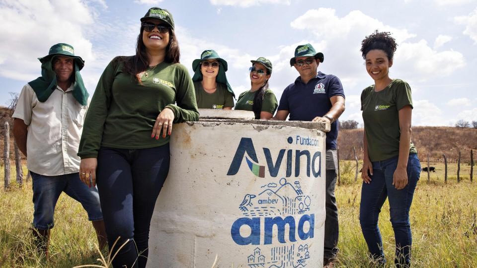 Poço cavado pela Ambev cercado pela equipe do SISAR (Sistema Integrado de Saneamento Rural)