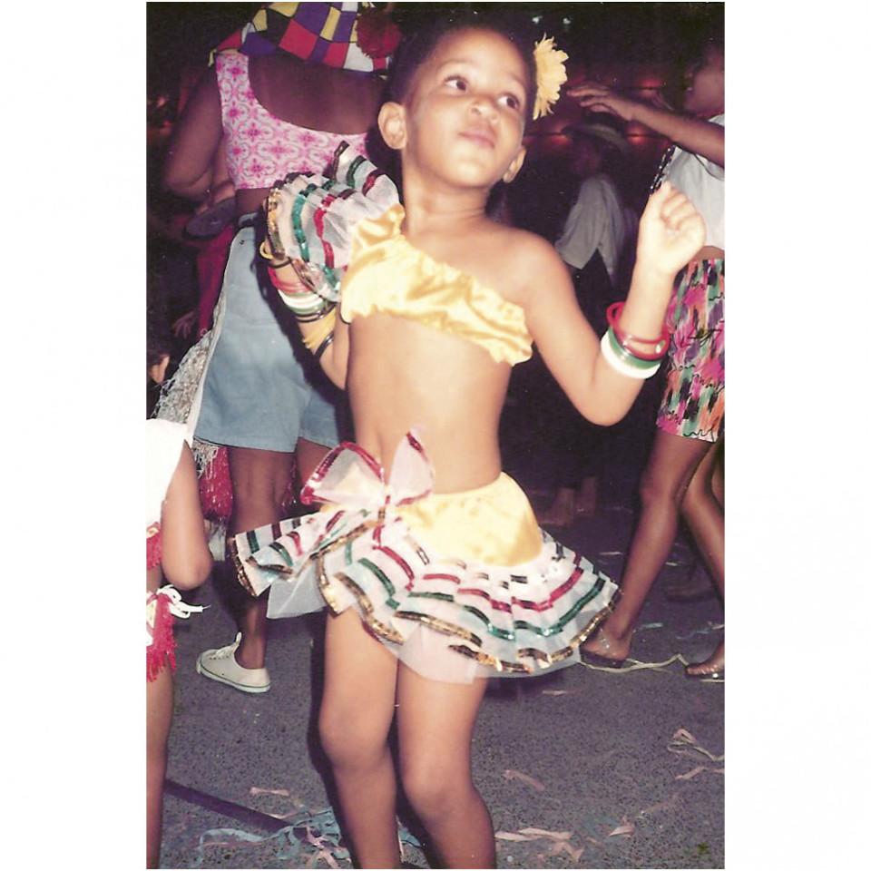Aos 3 anos, já maravilhosa, curtindo seu primeiro baile de Carnaval, em Salvador