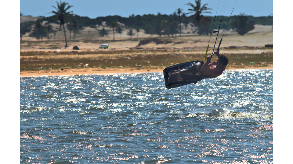 Fernando voando na Ilha do Guajiru (CE), neste ano