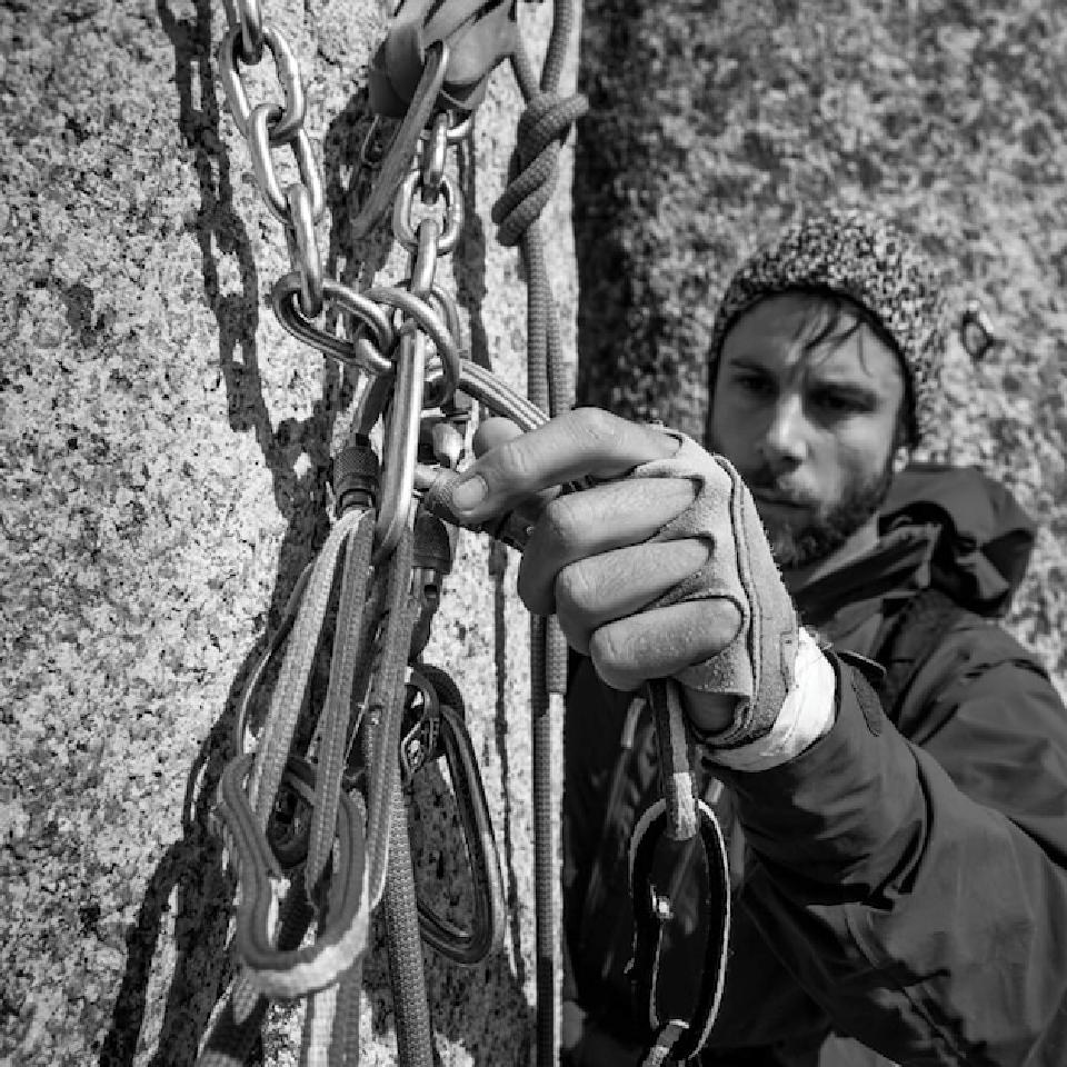Desde 2010, o americano Andrew Lenz toca o projeto Centro de Escalada Urbana, baseado na Rocinha