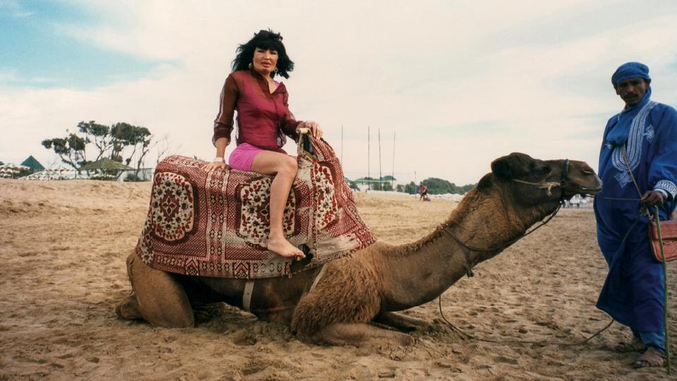 Vânia montada em um camelo na Tunísia, em 1999