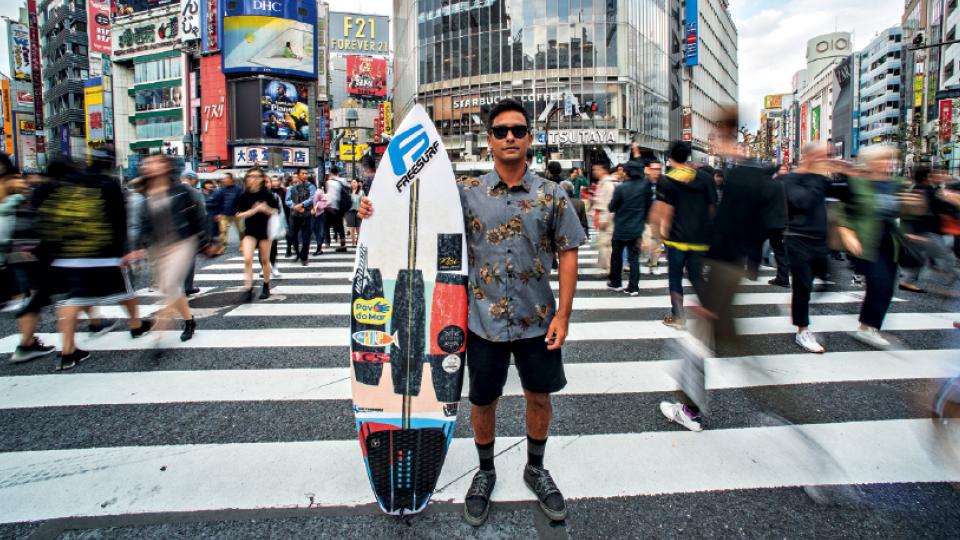 Dennis, em Tóquio, no famoso cruzamento de Shibuya, um dos mais movimentados do mundo.