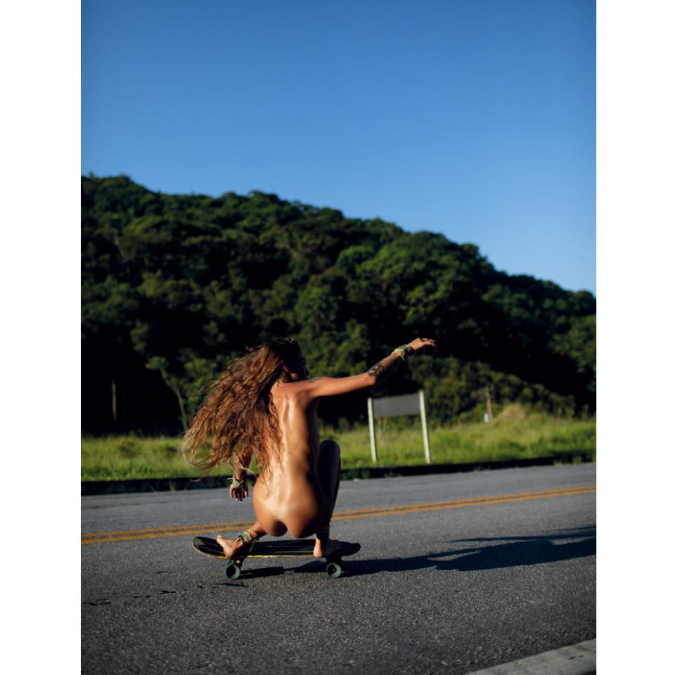 """""""Nunca quis ser profissional ou modelo de alguém que anda bem. Sempre fiz skate por amor, ele foi meu primeiro instrumento de autovalorização e me mostrou que sou capaz de fazer algo que eu achava incrível"""""""