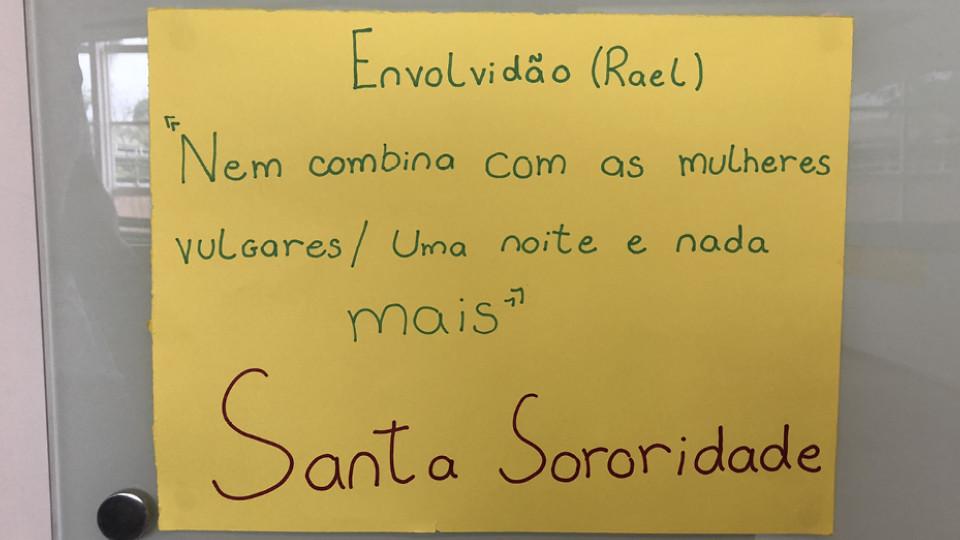 Cartaz do coletivo Santa Sororidade, organizado dentro do colégio Santa Maria