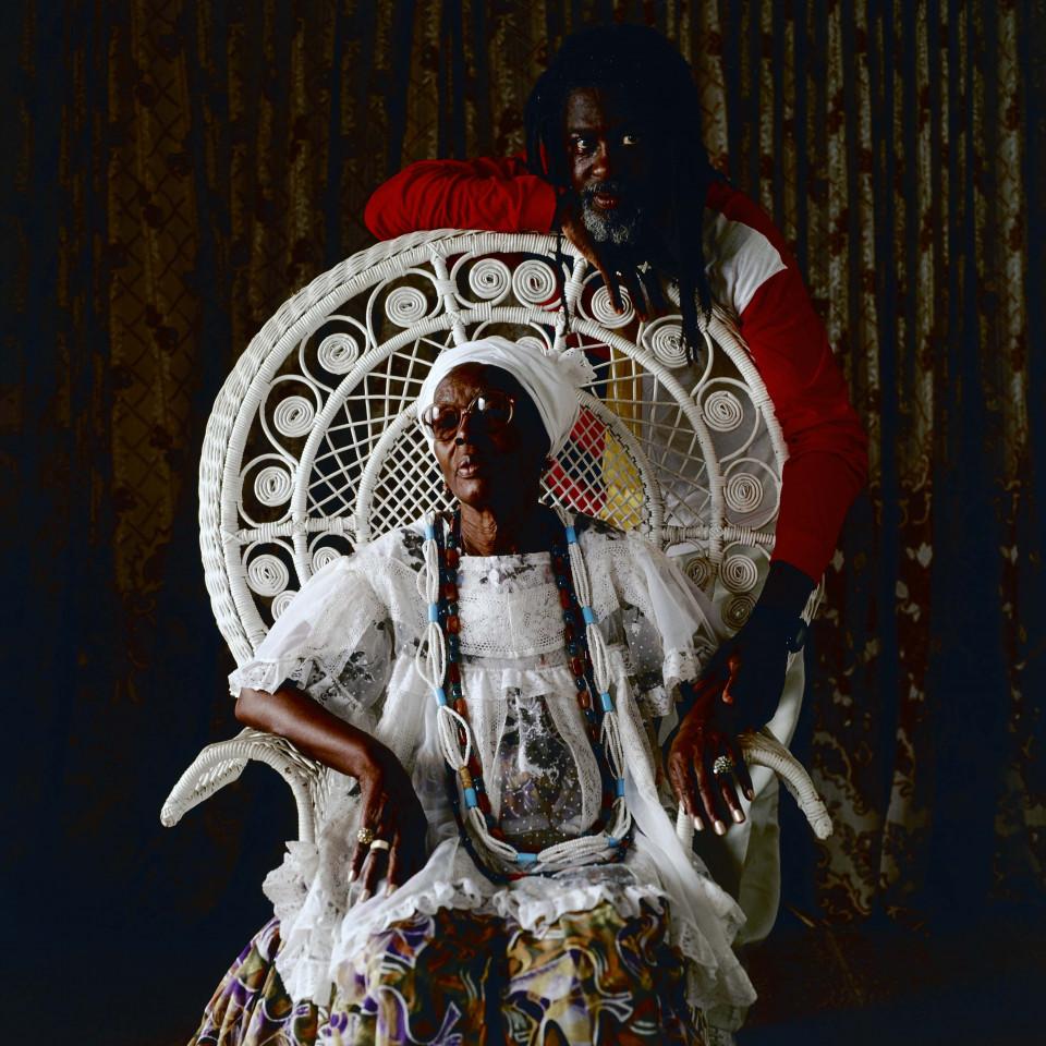 Vovô, fundador do Ilê Aiyê, histórico bloco carnavalesco de Salvador, e sua mãe, Hilda (1923-2009), ialorixá do terreiro Ilê Axé Jitolu