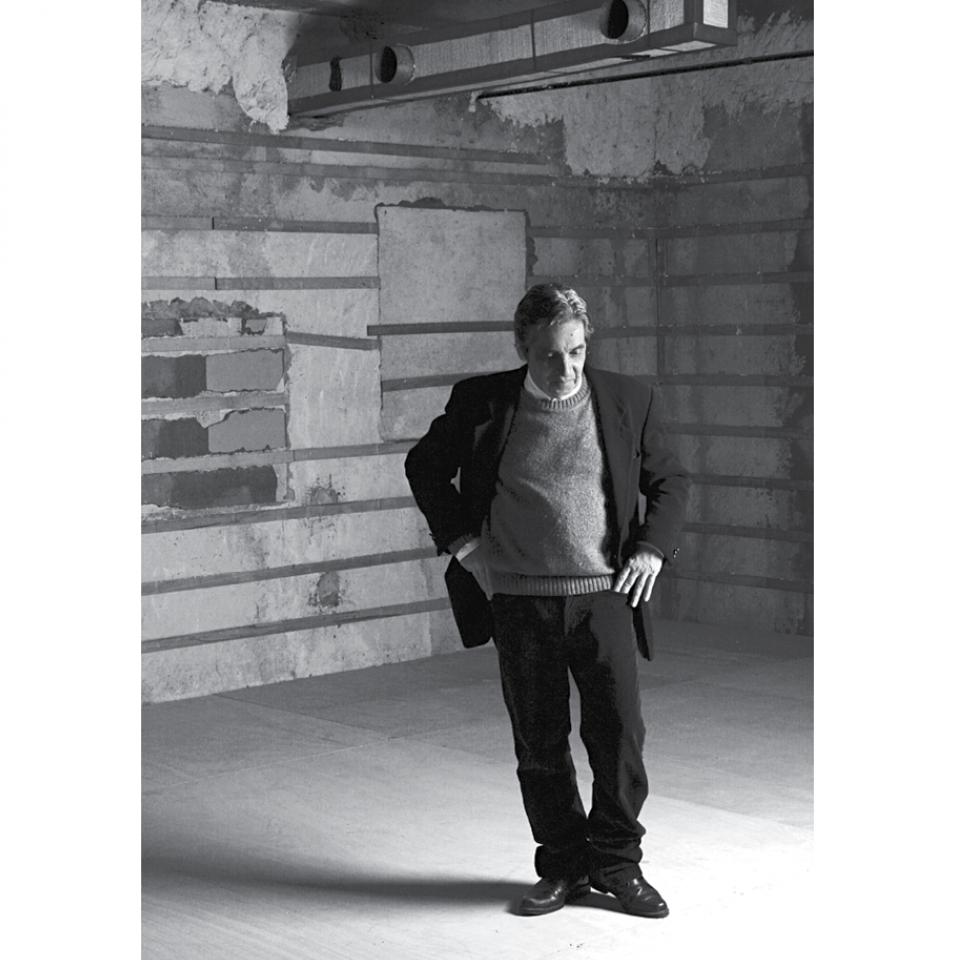 Domingos, o escritor de alma feminina, no palco do Sesc Paulista, SP, onde a peça Carreiras foi exibida, em 2006.