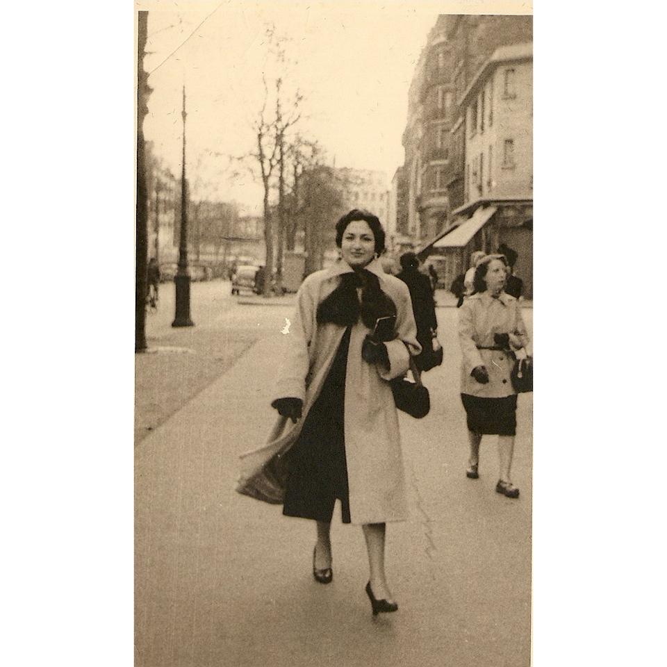 Nathalia em Paris