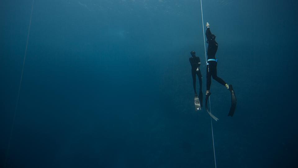 Mergulho acompanhado da treinadora a aproximadamente 40 metros de profundidade