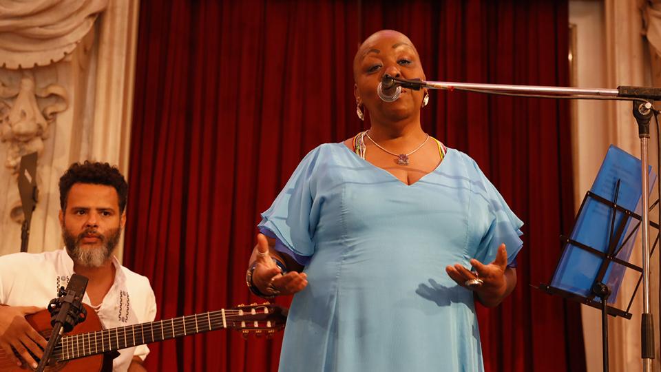 A baiana concentrou seu repertório em músicas do universo feminino