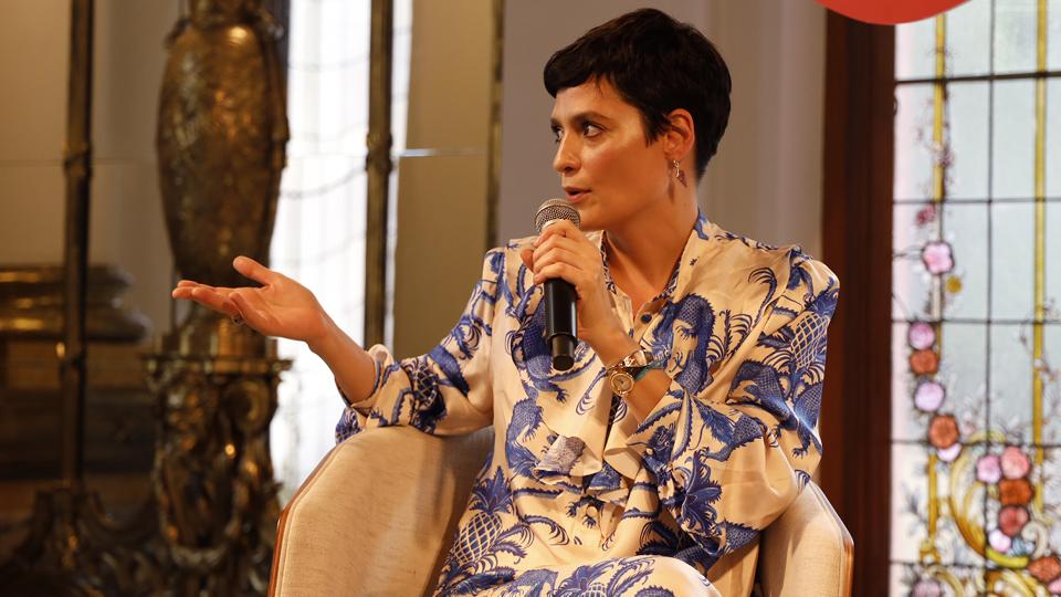 """""""Mulheres têm relações com o corpo super destrutivas, mesmo sabendo que é uma questão cultural"""", disse a maquiadora e apresentadora Vanessa Rozan"""