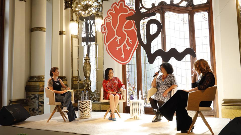 Além de Milly, estavam no palco a atriz Giselle Itié, a jornalista Izabella Camargo e a psicóloga Laila Resende