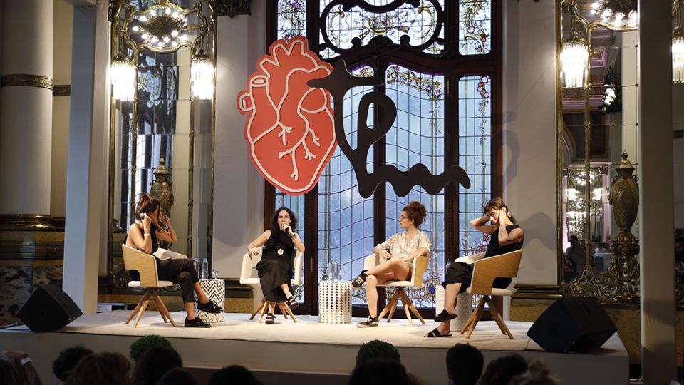 Para uma conversa sobre amor livre, subiram no palco a psicanalista Maria Homem, a produtora de conteúdo Ellora, a chef de cozinha Bel Coelho e a editora de conteúdo da Trip, Julia Furrer