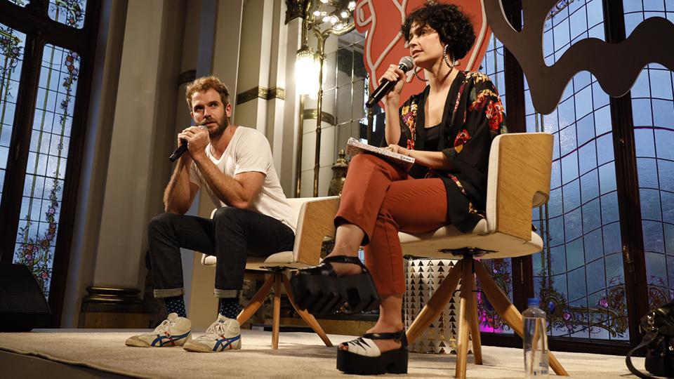 O roteirista Emanuel Aragão e a atriz Maria Flor fazem juntos o canal do YouTube Flor & Manu, em que falam sobre o relacionamento