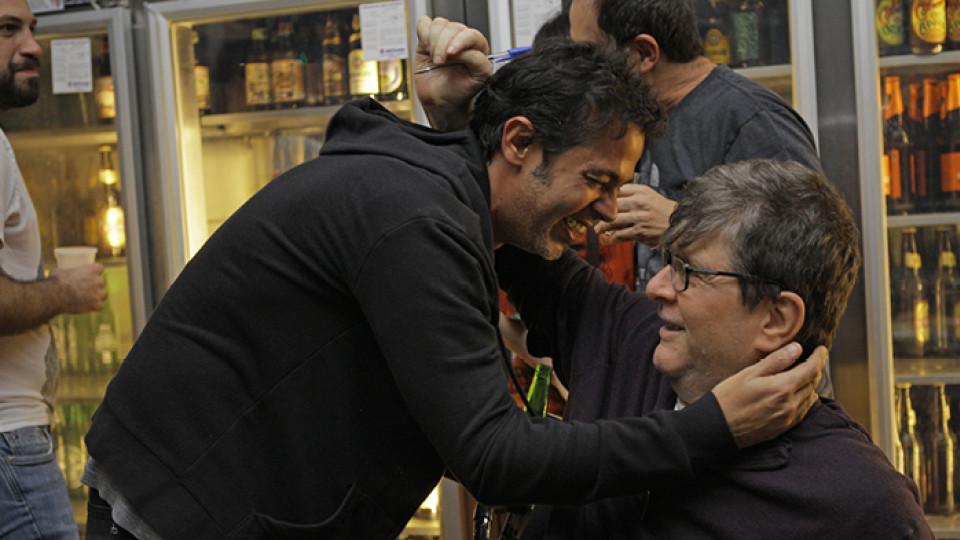 Bruno Mazzeo e Marcelo Rubens Paiva (à direita) no lançamento de O Homem Ridículo