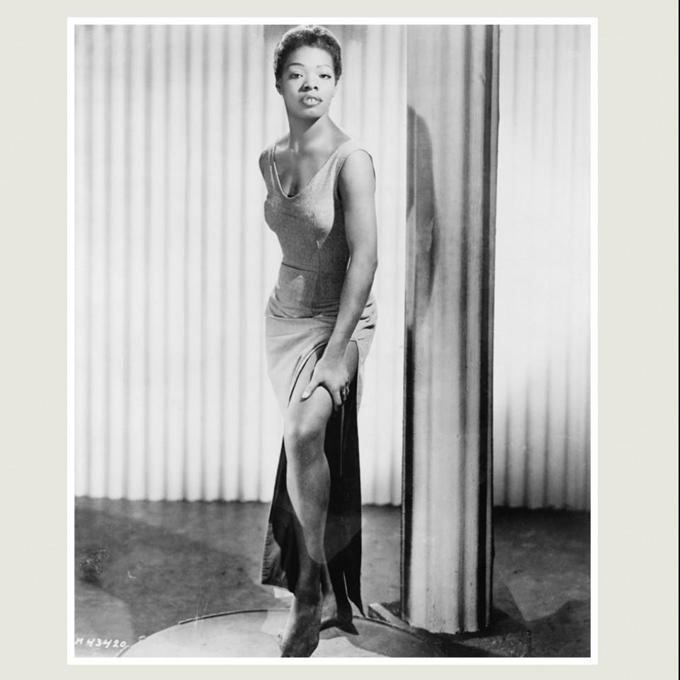 A escritora americana Maya Angelou é citada no livro como um exemplo de alguém que transforma a própria realidade