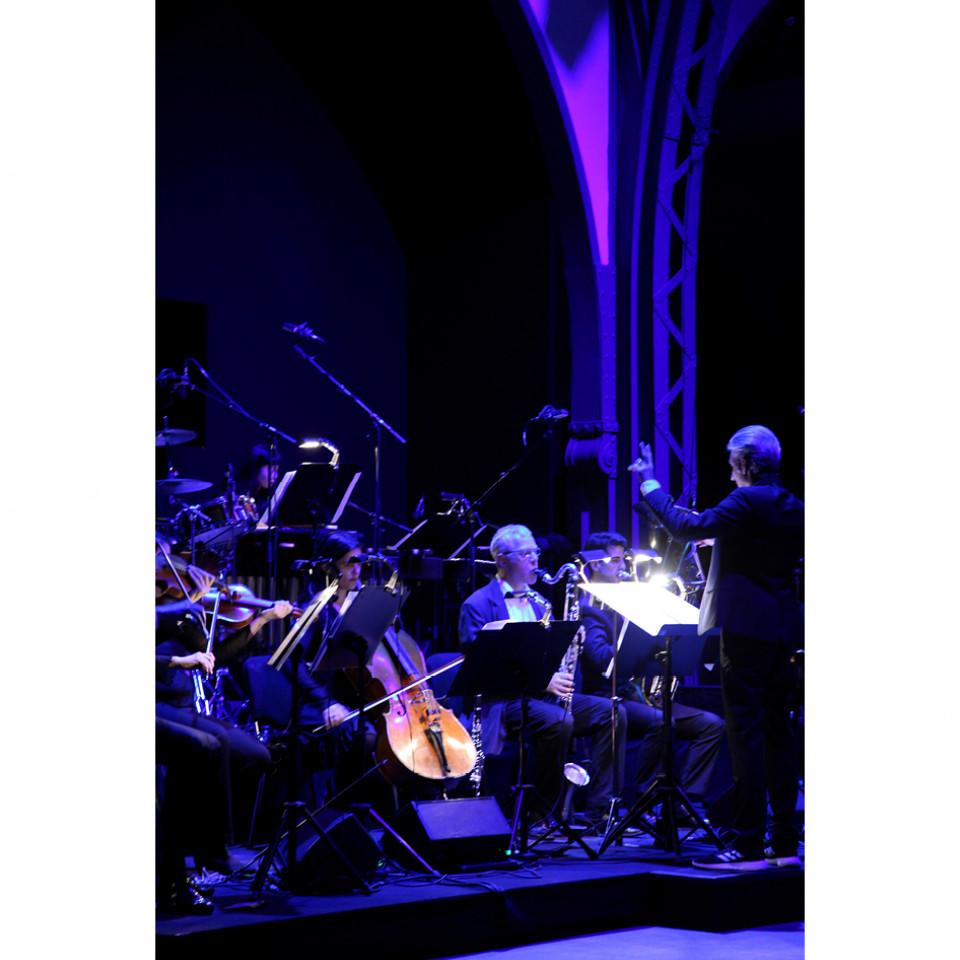 As composições do russo Modest Mussorgsky são interpretadas por uma orquestra ao vivo