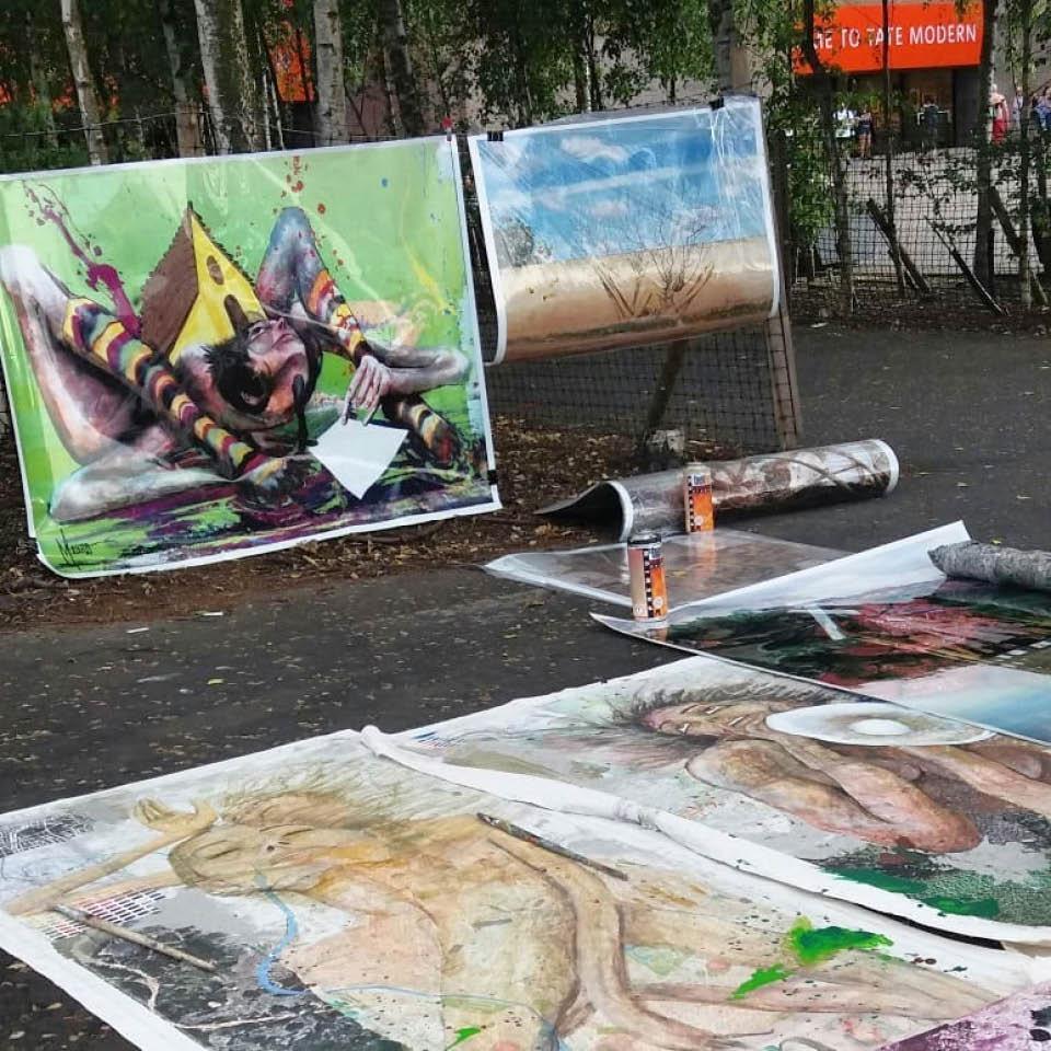 A barraca improvisada por Mauro Neri em frente ao Tate Modern