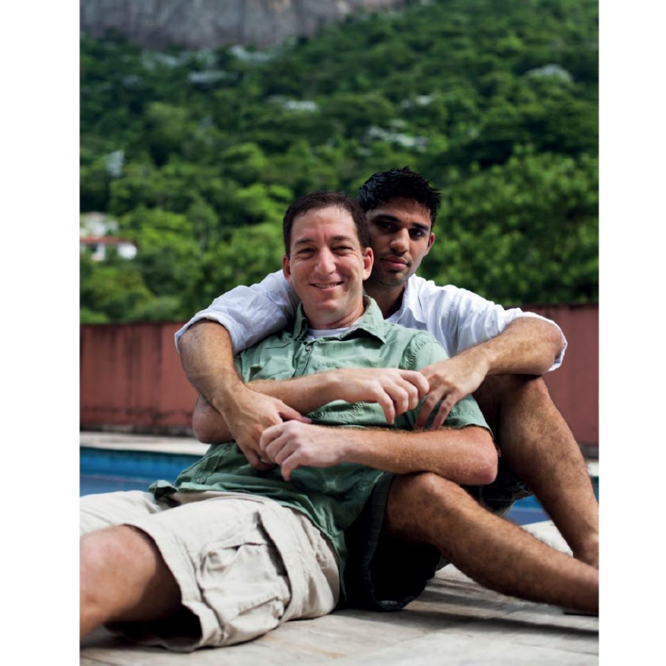 Glenn e David Miranda, seu marido, em sua casa, na Gávea (RJ)