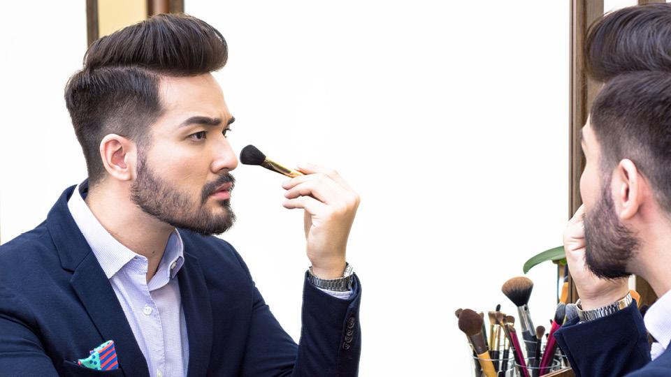 Fabiano Okabayashi, criador do canal Maquiagem de Homem no YouTube, com mais de 800 mil inscritos