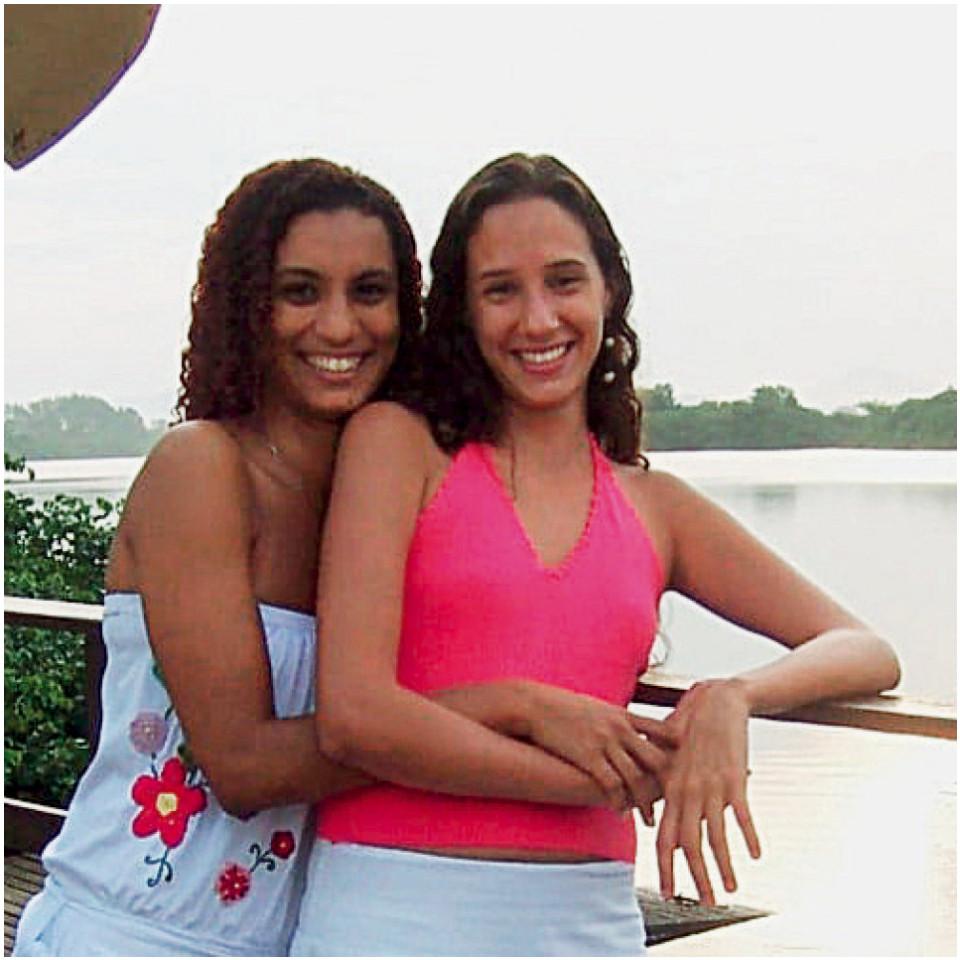 Em 2009, Monica com a companheira Marielle Franco