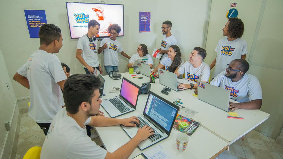 O Vai na Web possui dois polos, um no Morro dos Prazeres e outro no Complexo do Alemão, no Rio de Janeiro
