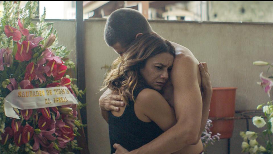 """Dira e Júlio Machado vivem um casal em busca do primeiro filho no longa """"Divino amor"""""""