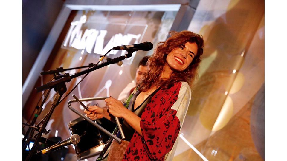 Mariana Aydar cantando clássicos do forró em um dos eventos do Trip Transformadores de 2018