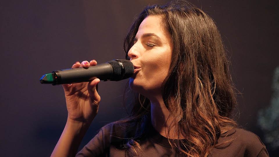 Emanuelle Araújo somou na roda de samba da Casa Tpm
