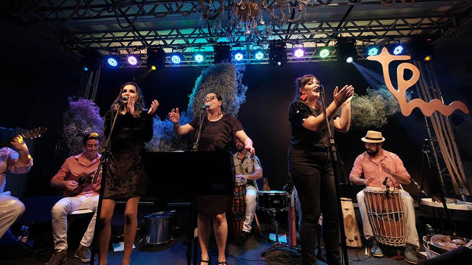 Samba das Flores: Mariana Furquim, Paula Sanches e  Flora Poppovic