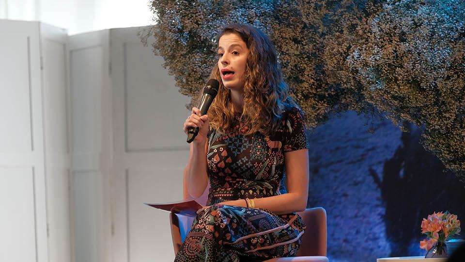A editora do canal Universa, Luciana Bugni, mediou a conversa