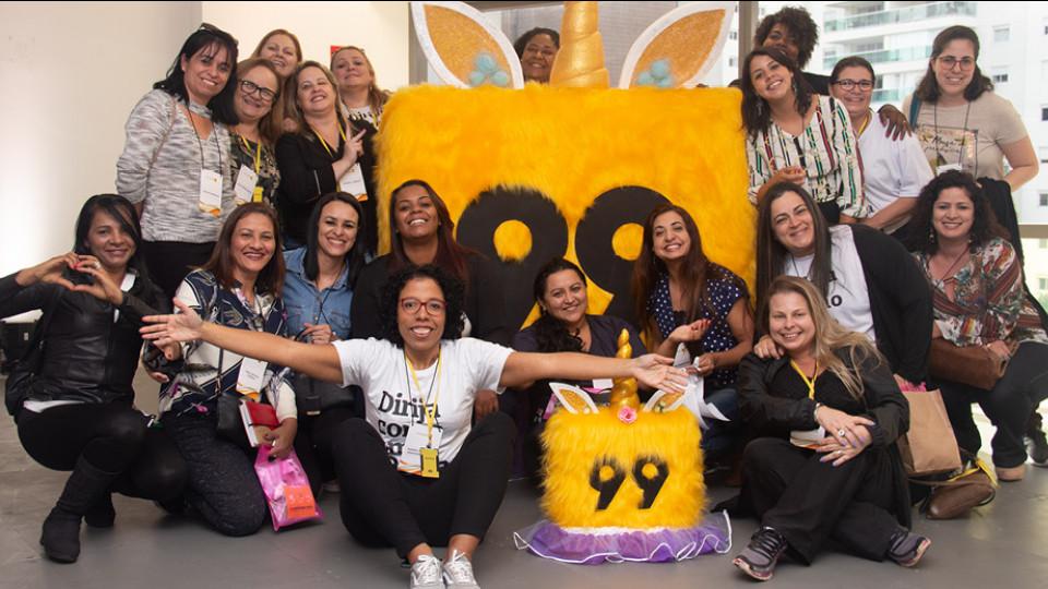 Força feminina: motoristas e convidadas durante evento da 99