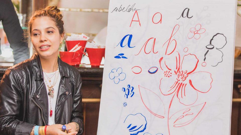 Mariane Ayrosa dá aula de lettering e ilustração para participantes da Casa Tpm