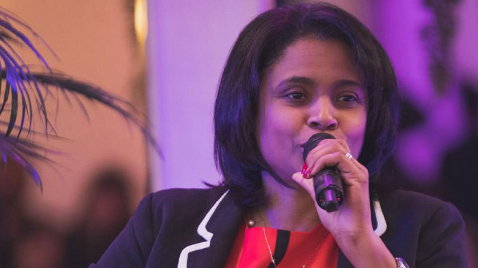 Dra. Flávia Barbosa no palco da Casa Tpm