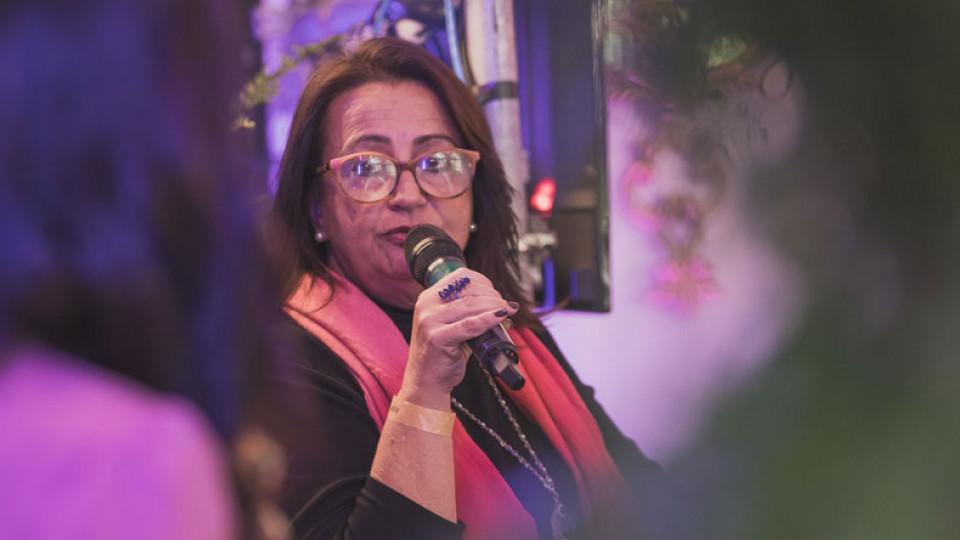A psicóloga Márcia Ruas no palco da Casa Tpm