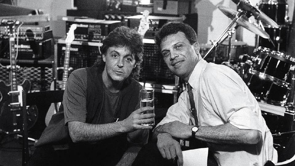 O jornalista na época em que foi correspondente da Globo em Londres, entrevistando Paul McCartney, em 1989