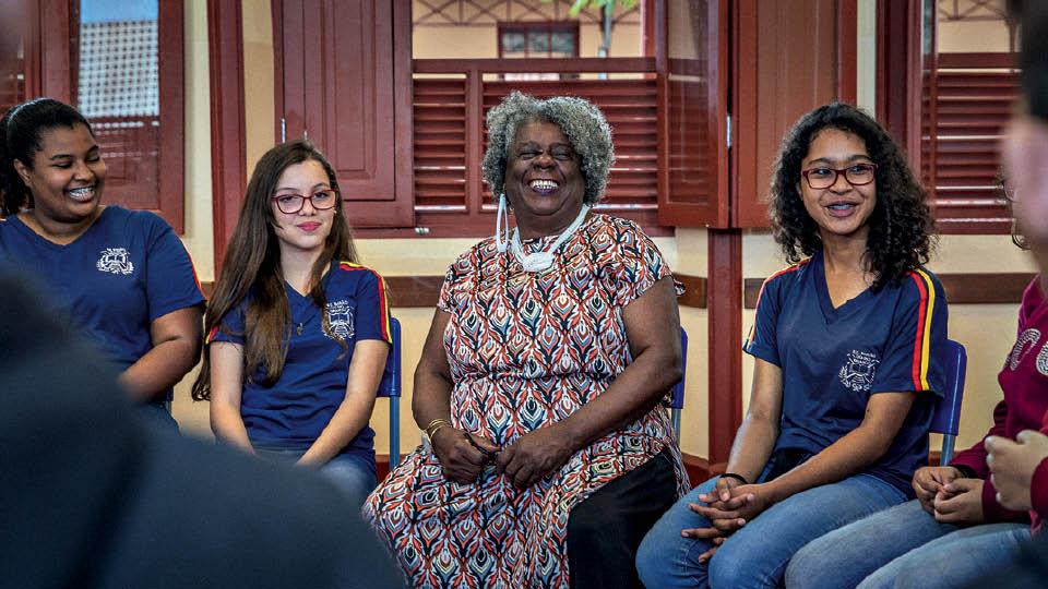 Conceição volta à Escola Estadual Barão de Rio Branco, em Belo Horizonte, onde estudou há mais de 50 anos