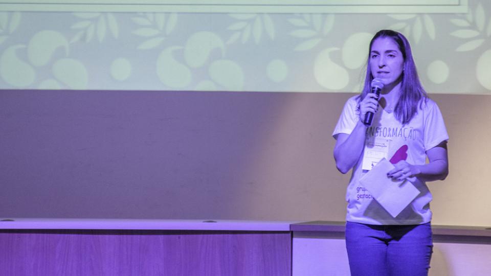 A professora Perla Frangioti fundou o Grupo Transformação, que oferece apoio e acolhimento a famílias que sofreram abortos espontâneos
