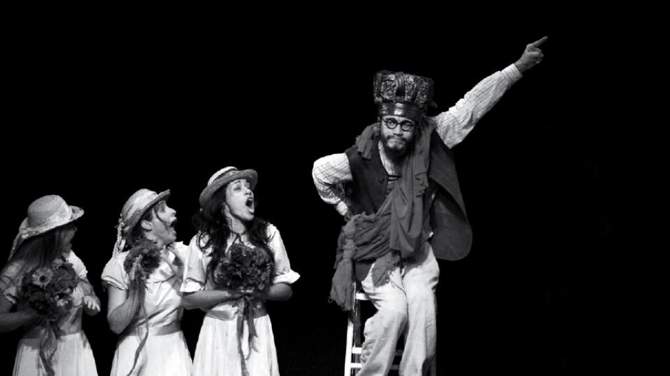 Em sua estreia na carreira, atuando na peça Pedra do Reino, de Antunes Filho