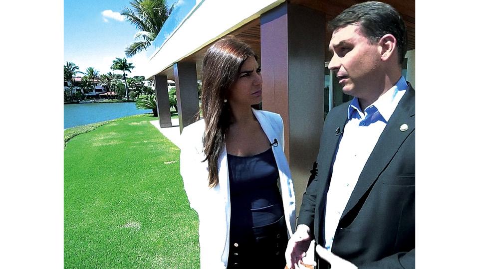 Em Brasília, entrevistando o senador Flávio Bolsonaro