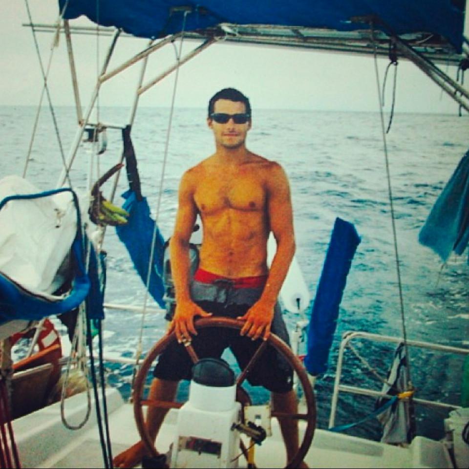 Renato na travessia de veleiro, entre a Indonésia e a Tailândia, em 2005