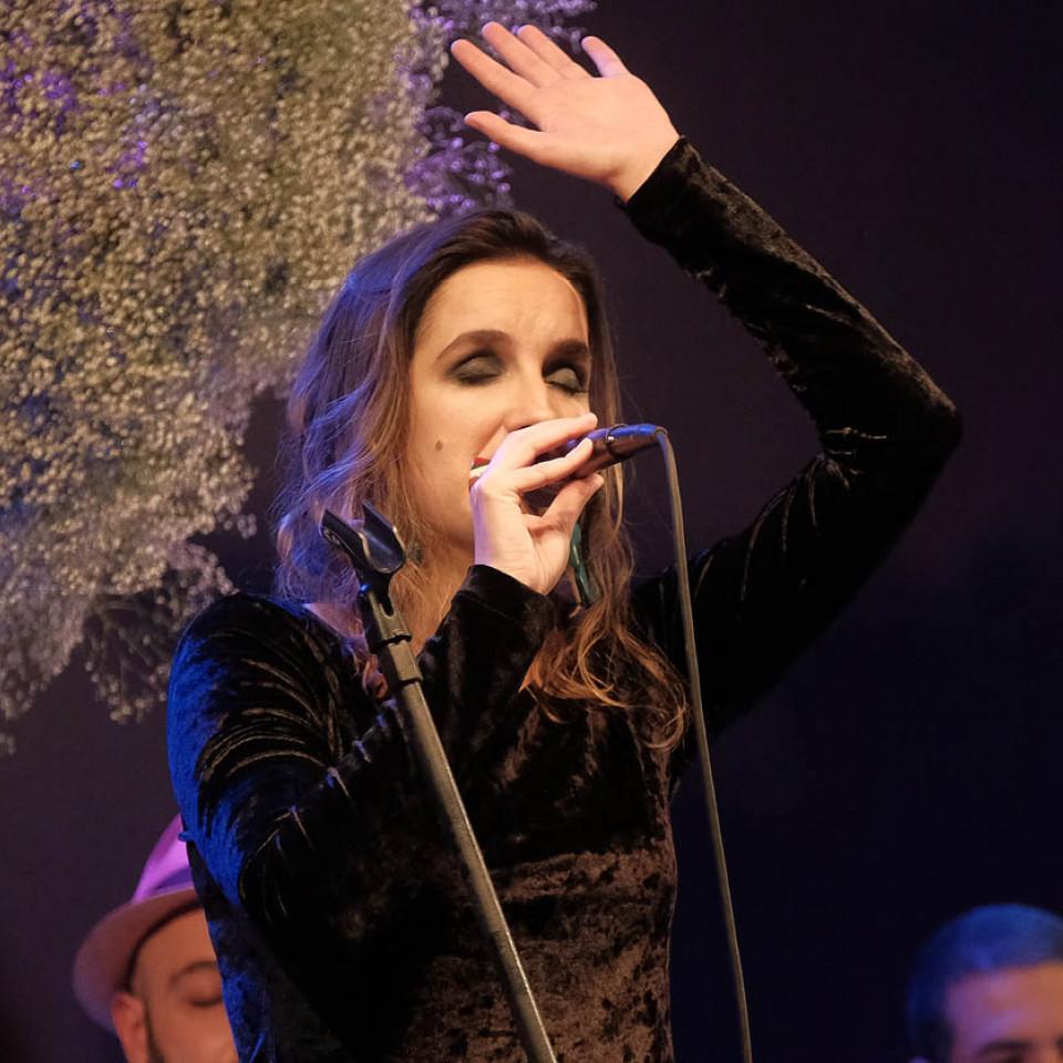 """A gente quer reverenciar e falar do caminho percorrido por essas e outras mulheres fundamentais para a música brasileira"""", diz Mariana"""