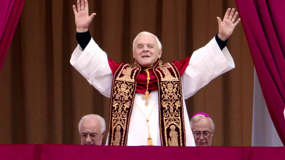 Anthony Hopkins em cena como o papa Bento XVI