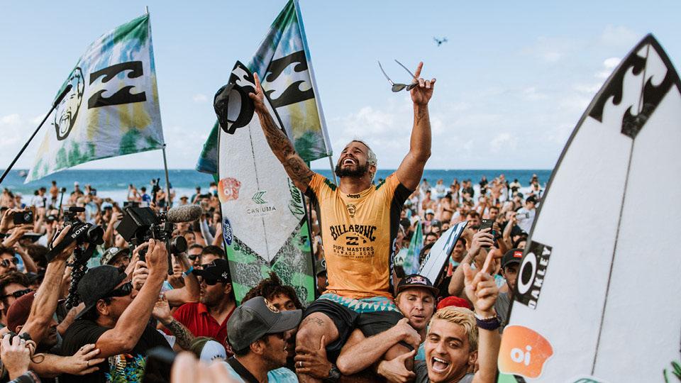Ítalo Ferreira conquista o título mundial pela primeira vez, em Pipeline