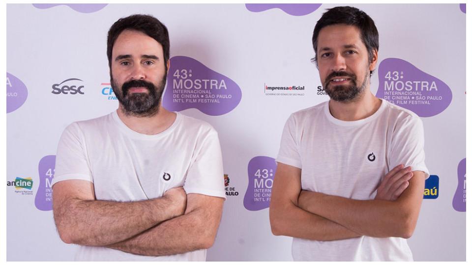 João Moreira (à dir.) faz a voz de Bruno Aleixo, além de roteiro e direção, funções que divide com o parceiro e sócio Pedro Santo