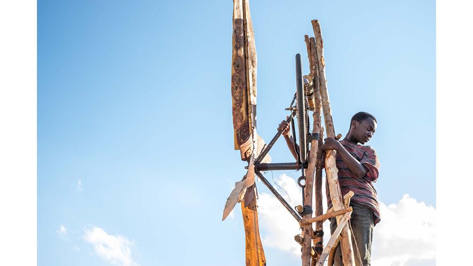 """baseado no livro de memórias """"The Boy Who Harnessed The Wind"""", de William Kamkwamba e Bryan Mealer"""