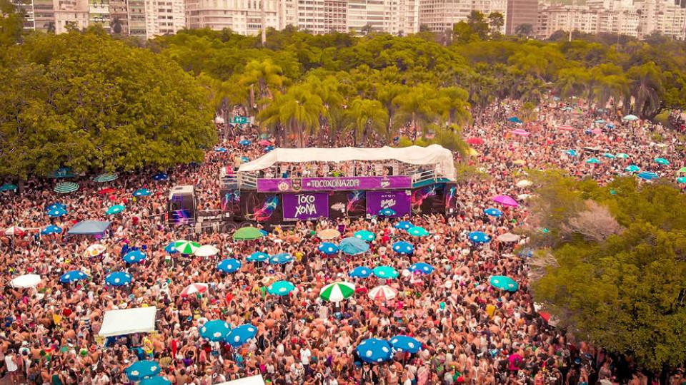 Cortejo do Toco-Xona, no Aterro do Flamengo, reúne 15 mil pessoas e tem transmissão pela Globo News