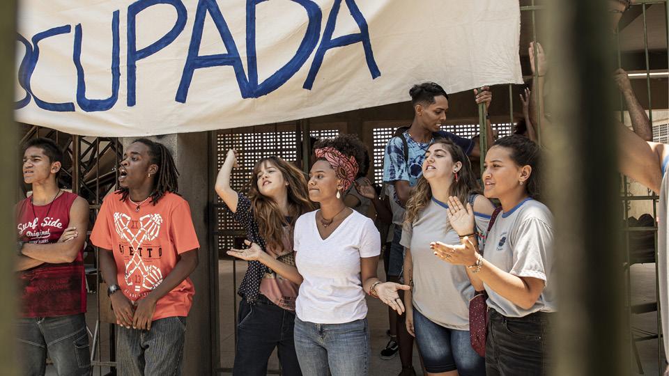 Jéssica Ellen, a professora Camila na novela Amor de Mãe