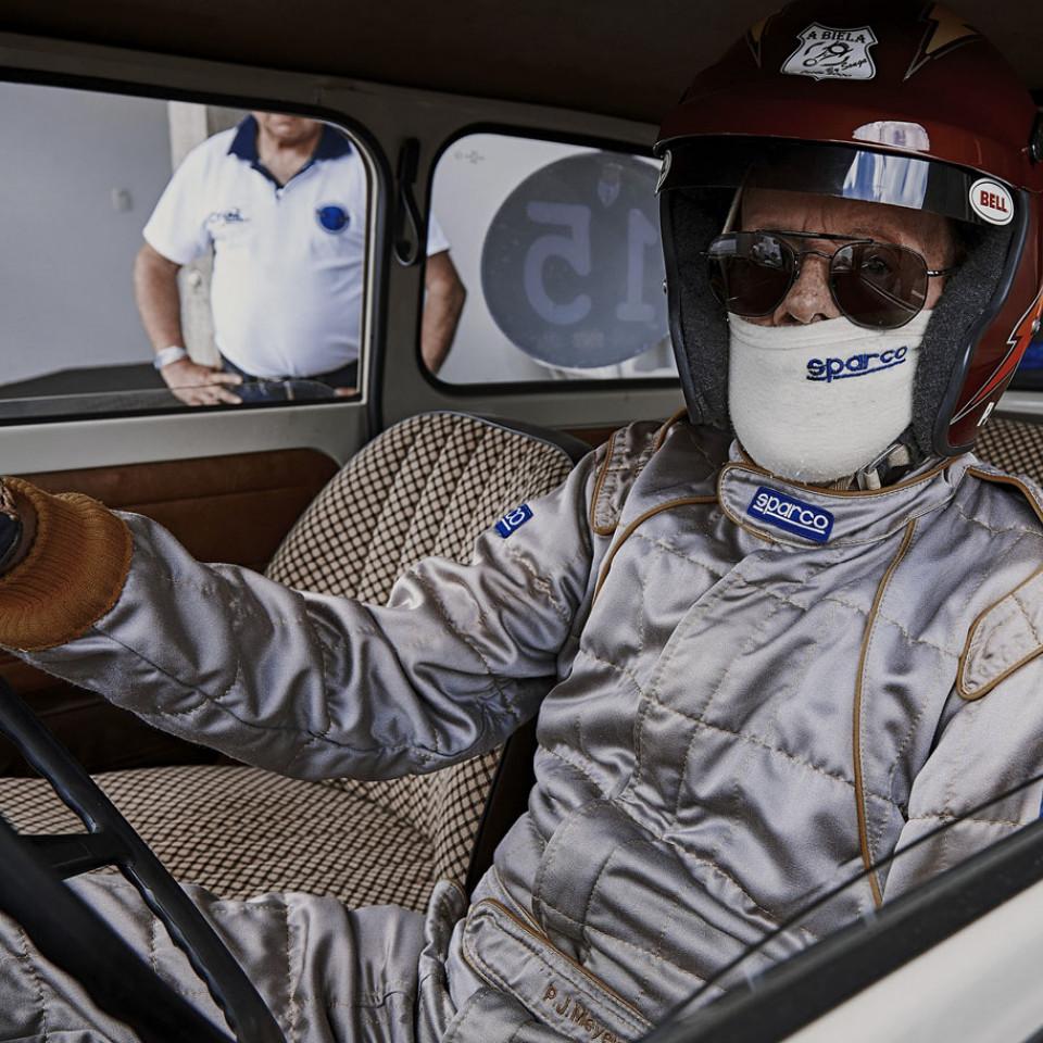 Se recuperando de um câncer, Luiz Carlos Ferreira, de 76 anos, encontra nas corridas uma fonte de energia e confiança