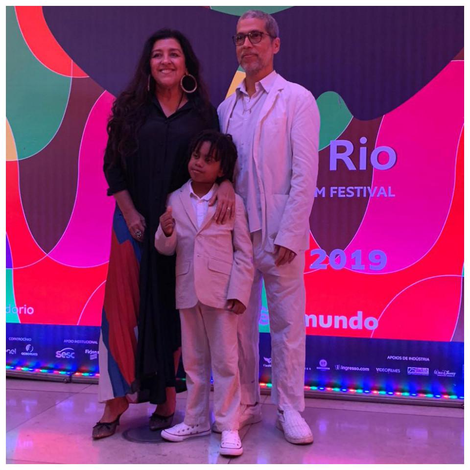 Regina Casé, o marido, Estevão Ciavatta, e o filho do casal, Roque, no Festival do Rio