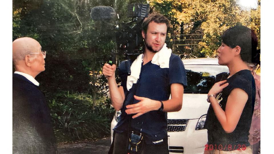 O diretor e Jiro durante filmagens do documentário (2010)